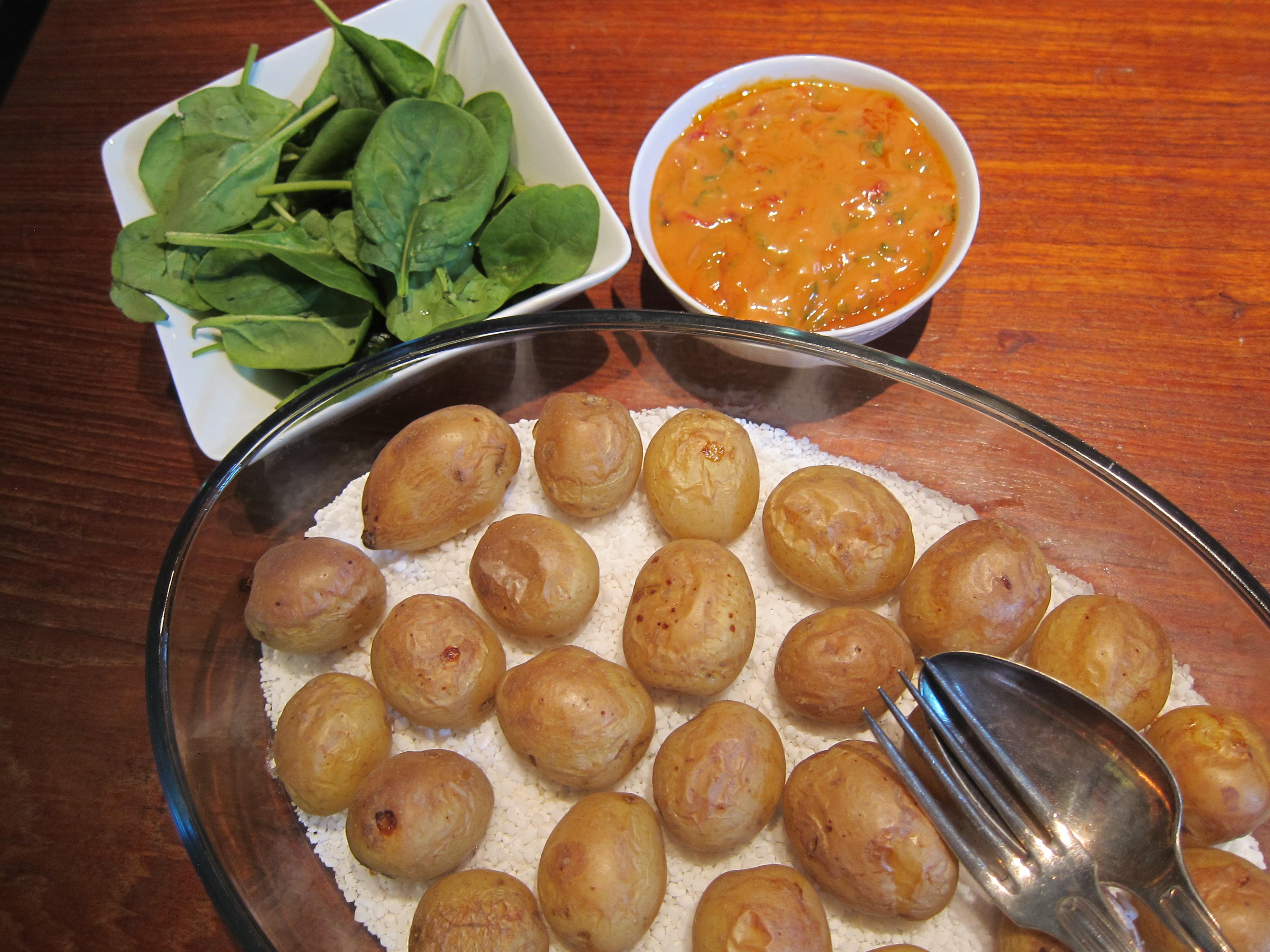 Saltbakad potatis med röd aioli