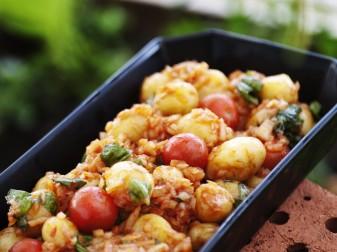 Mustig potatis- och tomatsallad